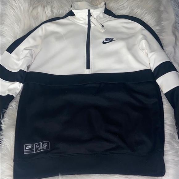 Black and white Nike sportswear 1/4 zip and pocket